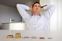 Homem que tem problemas financeiros Fotografia de Stock