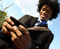 Homem que texting Foto de Stock Royalty Free