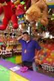 Homem que trabalha na feira ou no carnaval Foto de Stock