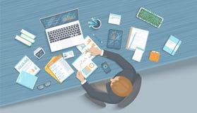 Homem que trabalha no escritório na tabela Poltrona do espaço de trabalho do Desktop do local de trabalho, fontes de escritório p ilustração do vetor