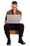 Homem que usa o computador Fotografia de Stock Royalty Free