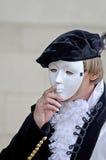 Homem que veste uma máscara em sua cara Fotografia de Stock