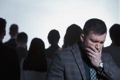 Homem rejeitado de uma multidão fotos de stock royalty free
