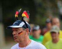 Homem running com um chapéu alemão Imagem de Stock Royalty Free
