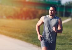 Homem Running do esporte foto de stock