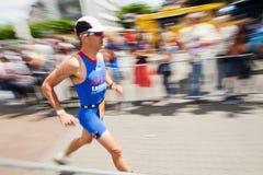 Homem Running no Triathlon de Bona fotos de stock royalty free
