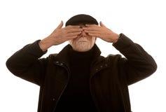 Homem sênior que cobre seus olhos fotos de stock royalty free