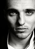 Homem sensual com face e os olhos bonitos Imagem de Stock Royalty Free