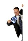 Homem, sinal de um disconto de quarenta por cento Fotografia de Stock Royalty Free