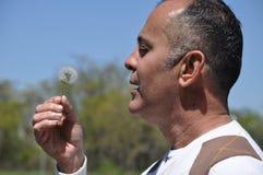 Homem Sneezing Imagem de Stock