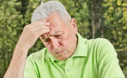 Homem sênior deprimido Foto de Stock Royalty Free