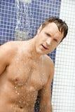 Homem sob o chuveiro Imagens de Stock Royalty Free
