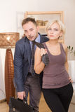 Homem sob a pressão de sua esposa Fotografia de Stock
