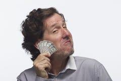 Homem soberbo que guarda a nota de dólar, horizontal Foto de Stock Royalty Free