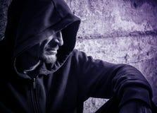 Homem solitário em uma capa Imagem de Stock