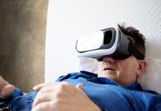 Homem superior com auriculares ou vidros 3d virtuais Foto de Stock Royalty Free