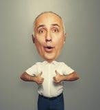 Homem superior com a cabeça grande que mostra os polegares acima Fotografia de Stock Royalty Free