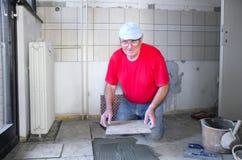 Homem superior com cerâmica Fotografia de Stock