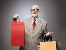 Homem superior com sacos de compras Fotografia de Stock Royalty Free