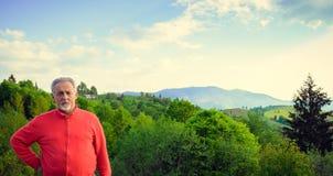 Homem superior e paisagem bonita fotografia de stock