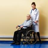 Homem superior na cadeira de rodas Fotografia de Stock Royalty Free