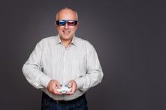 Homem superior nos vidros 3d Fotografia de Stock Royalty Free