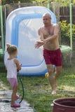 Homem superior que está sendo molhado Fotografia de Stock
