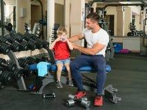 Homem treinado pelo menino Fotografia de Stock Royalty Free