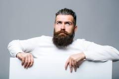 Homem triste farpado com papel Imagem de Stock