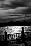 Homem triste no beira-rio Imagens de Stock