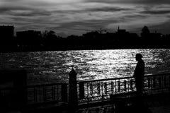 Homem triste no beira-rio Foto de Stock