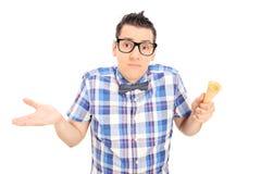 Homem triste que guarda um cone de gelado vazio Imagens de Stock Royalty Free