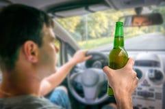 Homem Unfocused com álcool no carro Imagem de Stock Royalty Free