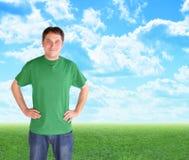 Homem verde da natureza que está nas nuvens e na grama Foto de Stock Royalty Free