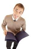 Homem well-dressed novo com os arquivos para originais. Fotografia de Stock