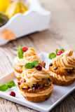 Homemade autumn cranberry pumpkin cupcakes with cream cheese ici Stock Images