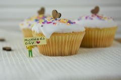 Delicious mini cakes with love heart decorations and mothers day words Royalty Free Stock Photos