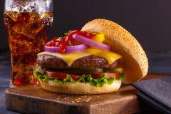 Homemade cheeseburger Royalty Free Stock Images