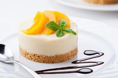 Homemade Cheesecake With Poached Peaches Stock Photography