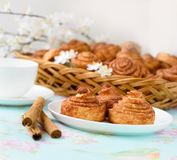 Homemade cinnamon buns cakes Royalty Free Stock Photos