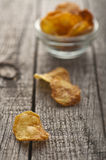 Homemade crispy potato chips Royalty Free Stock Photography