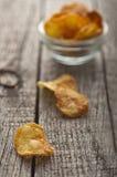 Homemade crispy potato chips Royalty Free Stock Photography