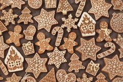 Homemade gingerbread house and gingerbread man cookies royalty free stock images