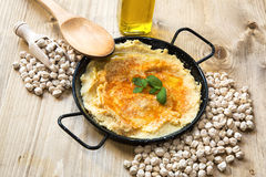 Homemade hummus with garlic and onions paprika Royalty Free Stock Photography