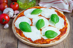 Homemade margherita pizza Royalty Free Stock Images