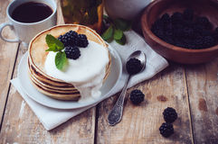 Homemade pancakes with blackberries Royalty Free Stock Photography