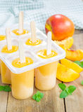 Homemade peach popsicles Royalty Free Stock Images