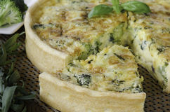 Homemade quiche with broccoli and cheddar Royalty Free Stock Images