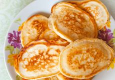 Homemade small pancakes on the colorful plate Stock Photos