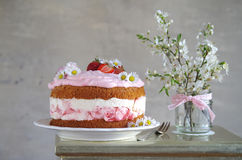 Homemade strawberry cake with fresh cheese cream Stock Photography